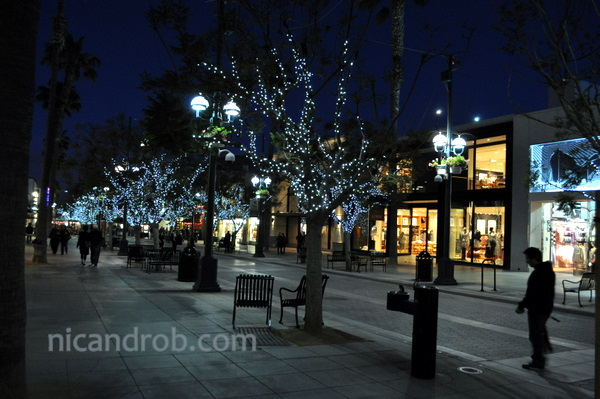 3rd Street Promenade at night