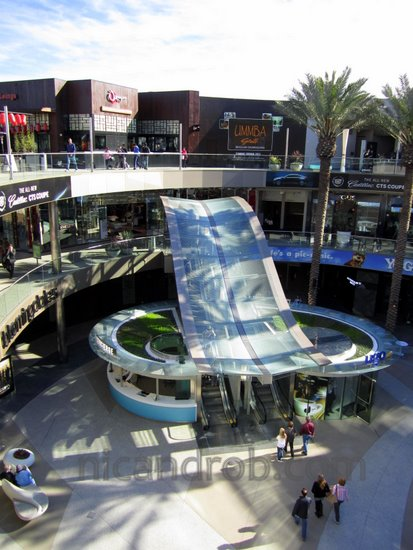 Wordless Wednesday: Santa Monica Place on a slow day