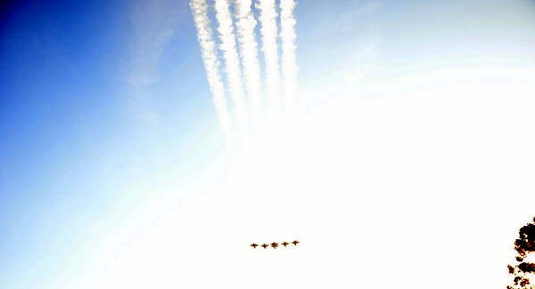 Wordless Wednesday: Thunderbirds Rose Parade 2014 Flyover