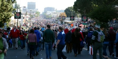 The Crowds on Colorado Blvd after the parade